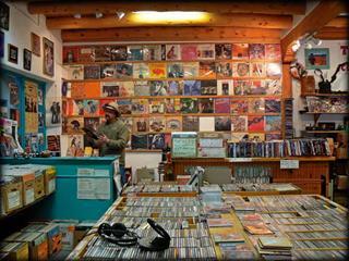Cửa hàng băng đĩa
