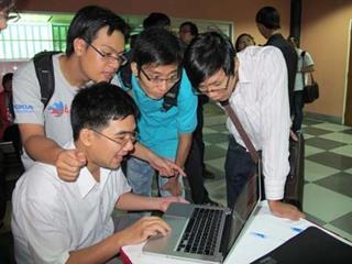 Chàng trai Việt xuất bản sách CNTT trên đất Mỹ