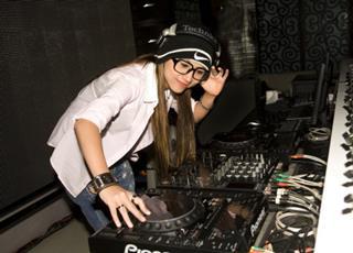 Sống bằng nghề DJ