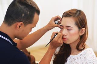 Nghề make-up dễ kiếm ra tiền