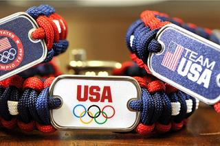 Kiếm triệu USD nhờ làm vòng tay Olympic